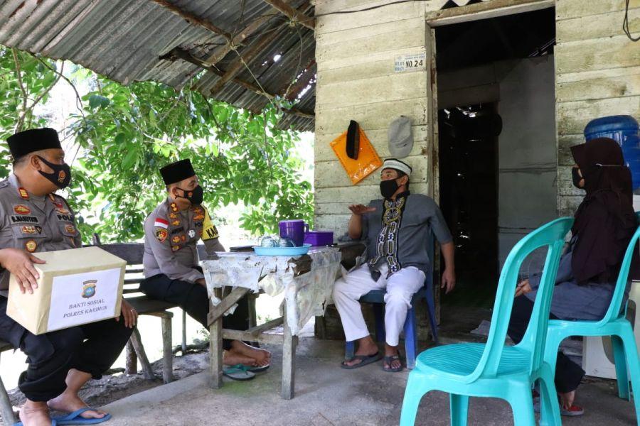 Kapolres Karimun Bakti Sosial kepada Bapak Suidi yang menderita Asma Akut