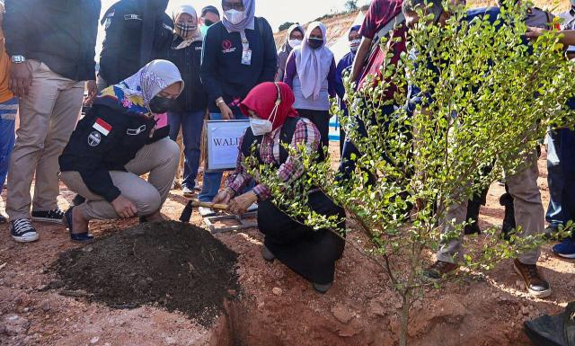 Rayakan HPN, Insan Pers dan Walikota Tanjungpinang Tanam Pohon