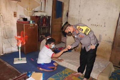 Jumat Berkah, Kapolres Karimun Kembali Berikan Bantuan Pada Penyandang Disabilitas